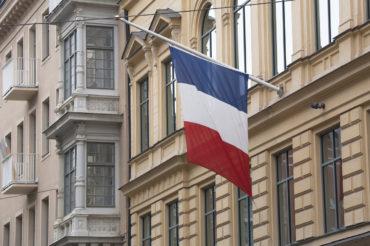 Regeringen besökte franska ambassaden