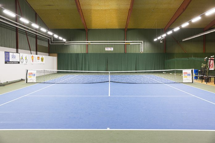 LED ljus tennisbana
