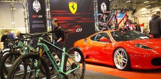 Bianchicykel och Ferrari på Kistamässan