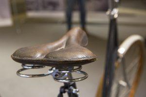 Lädersadel på Monark från 1909