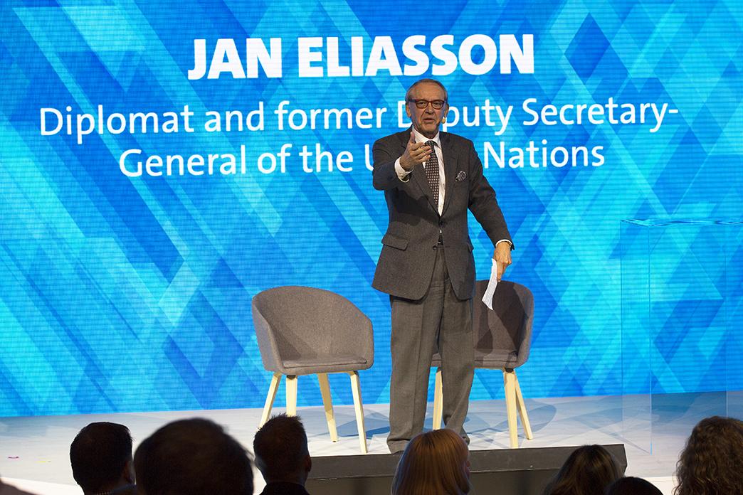 Jan Eliasson på scen Dustin Expo 2018
