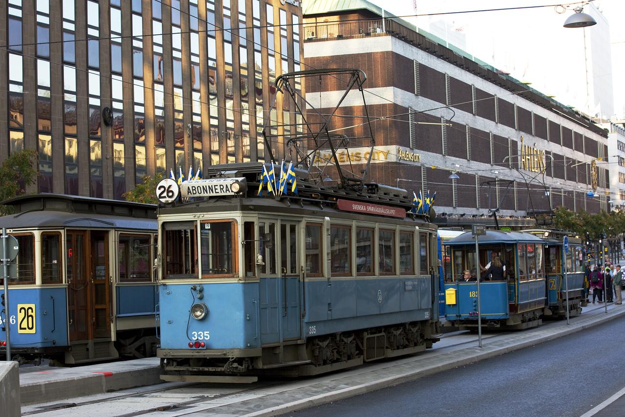 Museispårvagnar i väntan på avfärd Klarabergsgatan.
