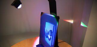 Hologram med fjäril på sockel