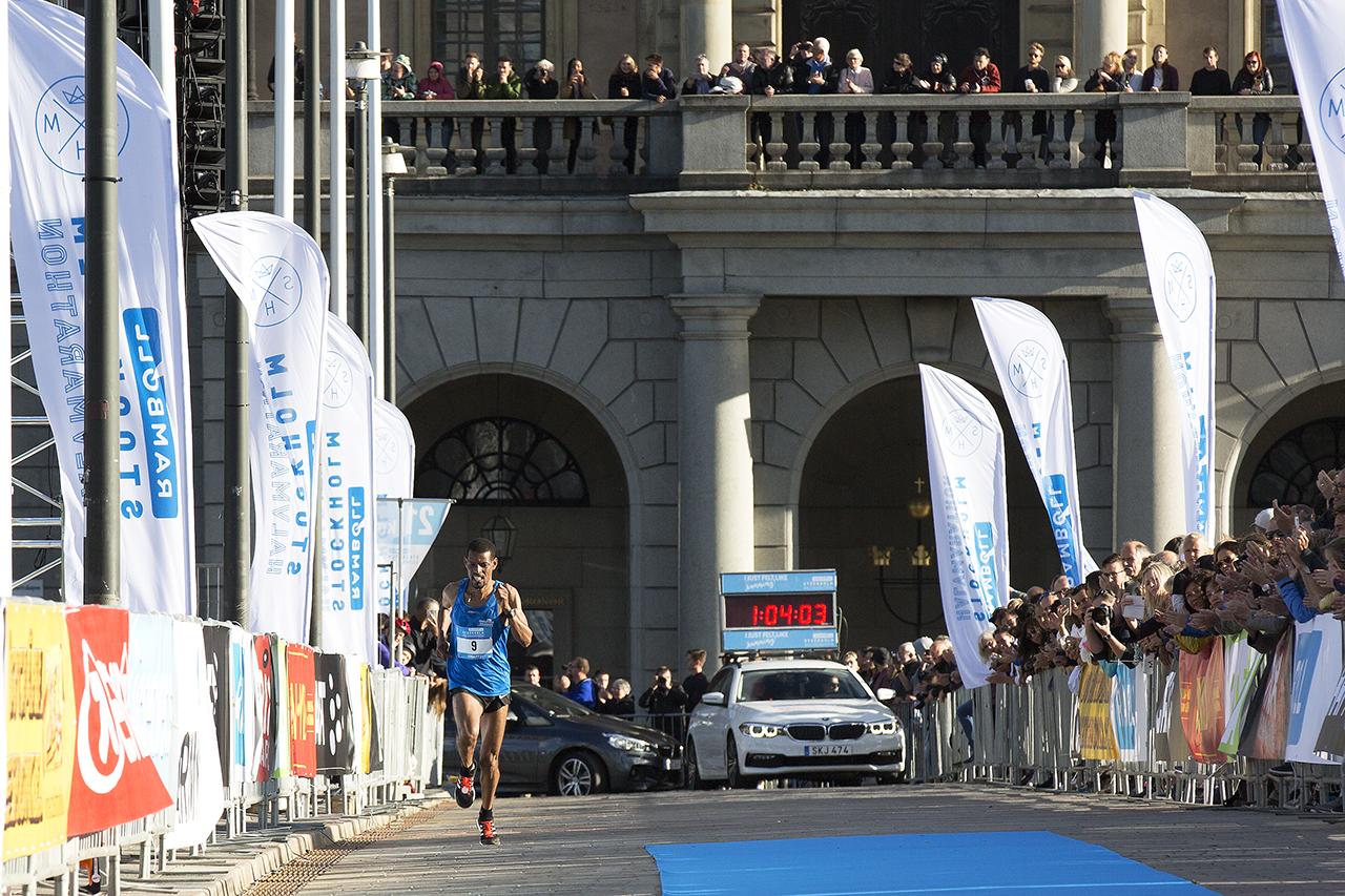 Mot målgång och seger i Stockholm halvmarathon