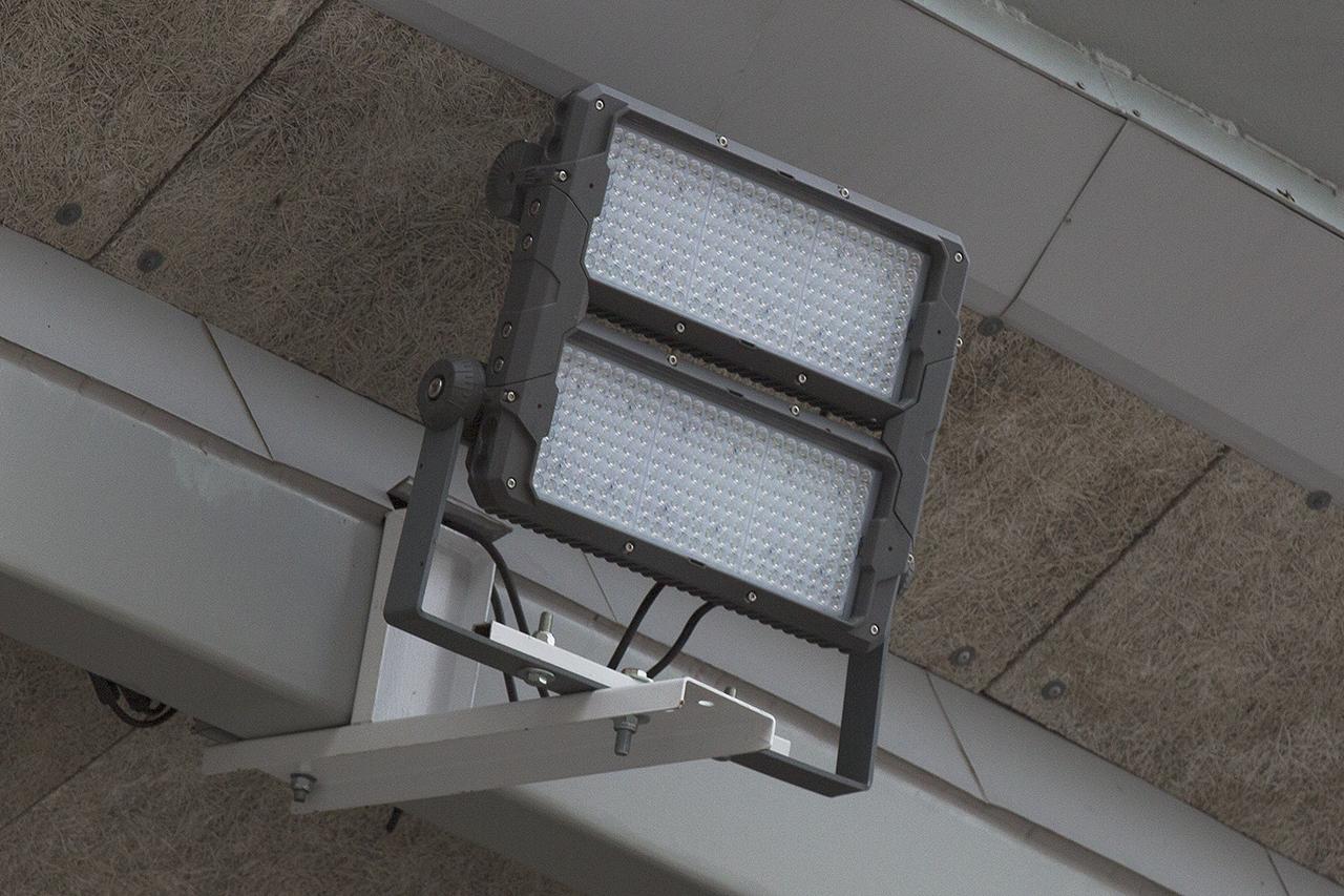 Effektiva LED strålkastare för jämnt och bra säkerhetsljus.