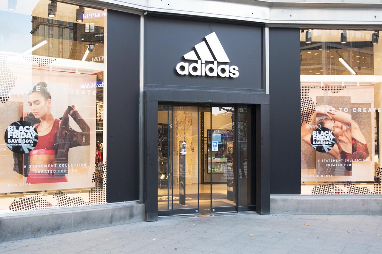 Hjärtstartare hos Adidas Kungsgatan/Sveavägen i Stockholm