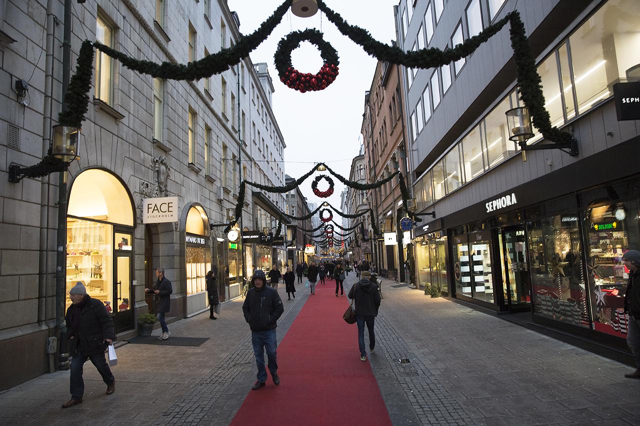 Birger Jarlsgatan släckt julbelysning.