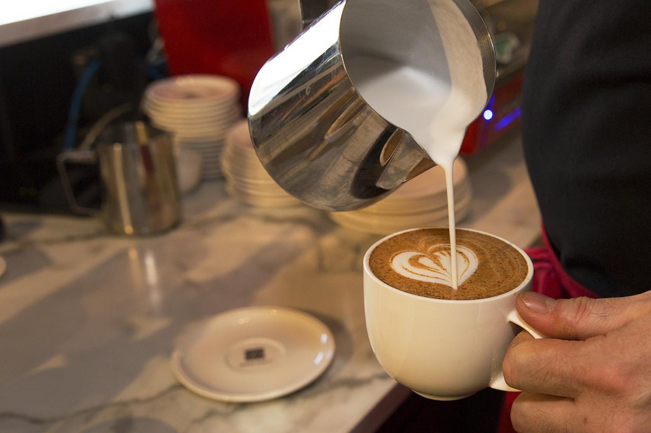 Skummad mjölk Kaffe Latte