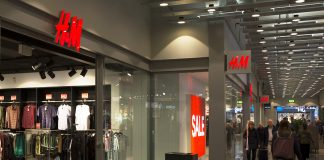 H&M stänger butiker i Sverige
