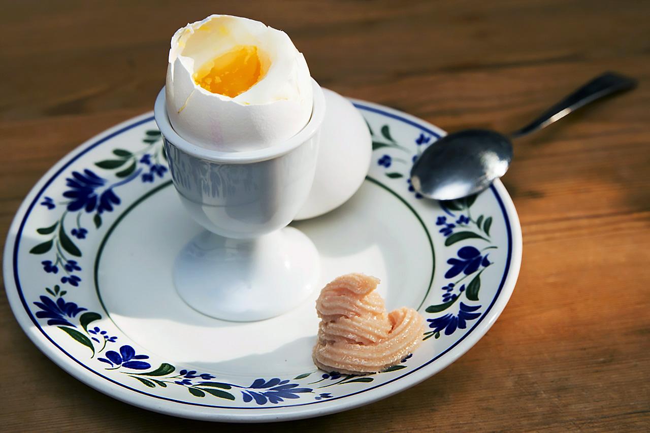 Kokt ägg och Kalles kaviar