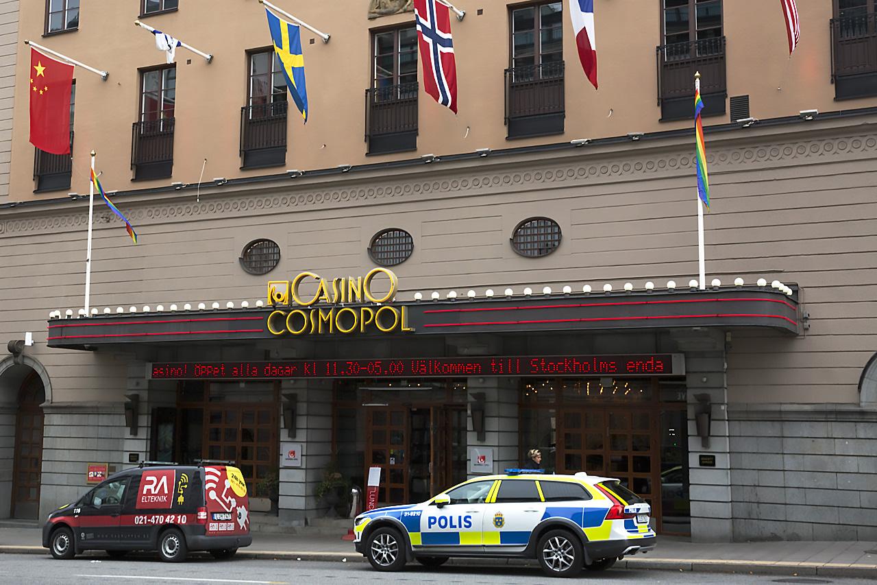 Polisbil vid Casino Cosmopol