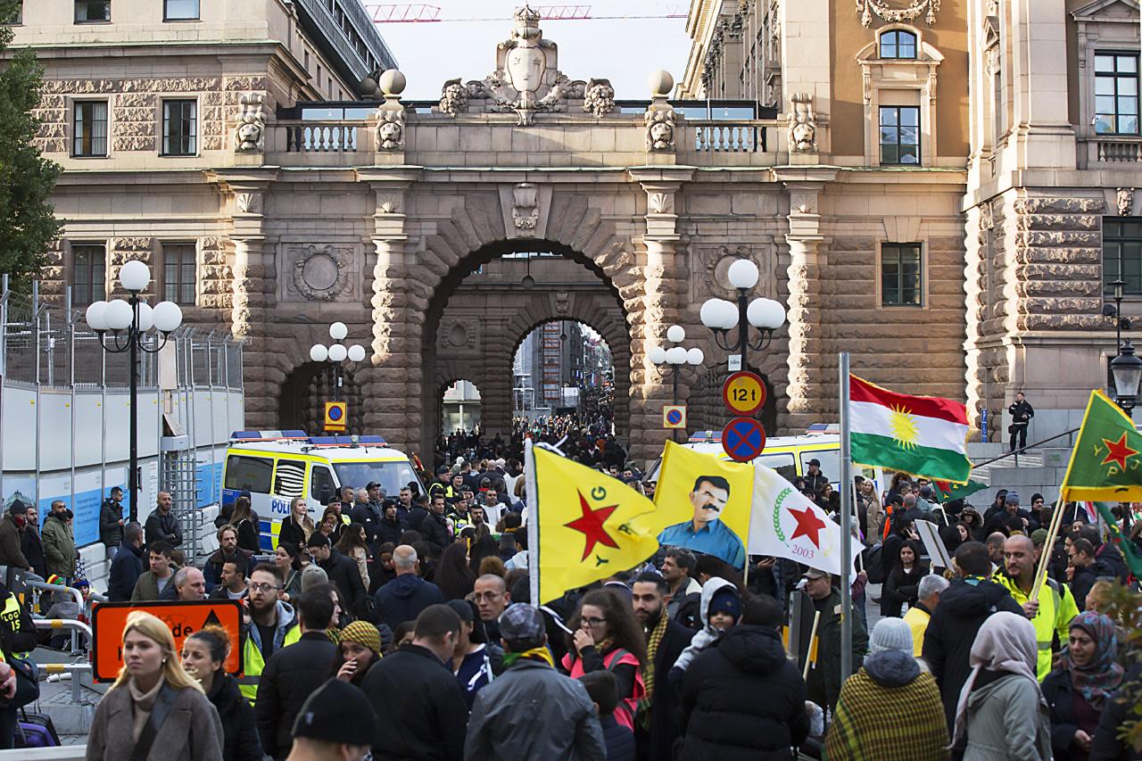 Inga demonstranter på Riksbron förbi Riksdagen.